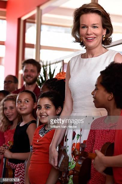 La Reine Mathilde assiste à la remise du Prix Fédéral de Lutte contre la Pauvreté 2015 au CPAS de SaintGilles Ce prix annuel vise à offrir une...