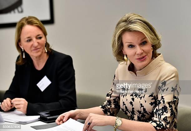 La Reine Mathilde préside une réunion de travail sur le thème du processus d'apprentissage dans les startups Les participants sont des femmes...