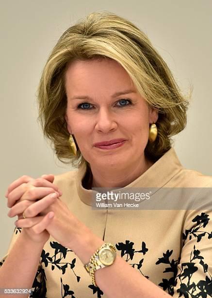 - La Reine Mathilde préside une réunion de travail sur le thème du processus d'apprentissage dans les start-ups. Les participants sont des femmes...