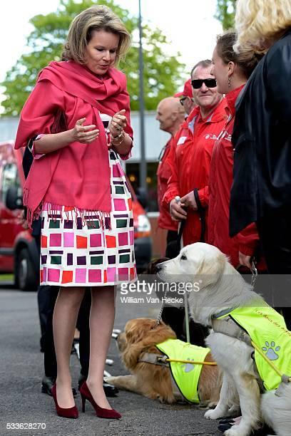 La Reine Mathilde visite l'asbl L'Oeuvre Fédérale Les Amis des Aveugles et Malvoyants à Ghlin Bezoek van Koningin Mathilde aan de vzw Het Federaal...