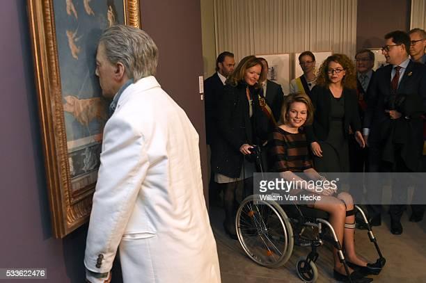 La Reine Mathilde visite l'exposition Facing Time Rops/Fabre à Namur Cette exposition exceptionnelle convie le visiteur à un faceàface entre deux...