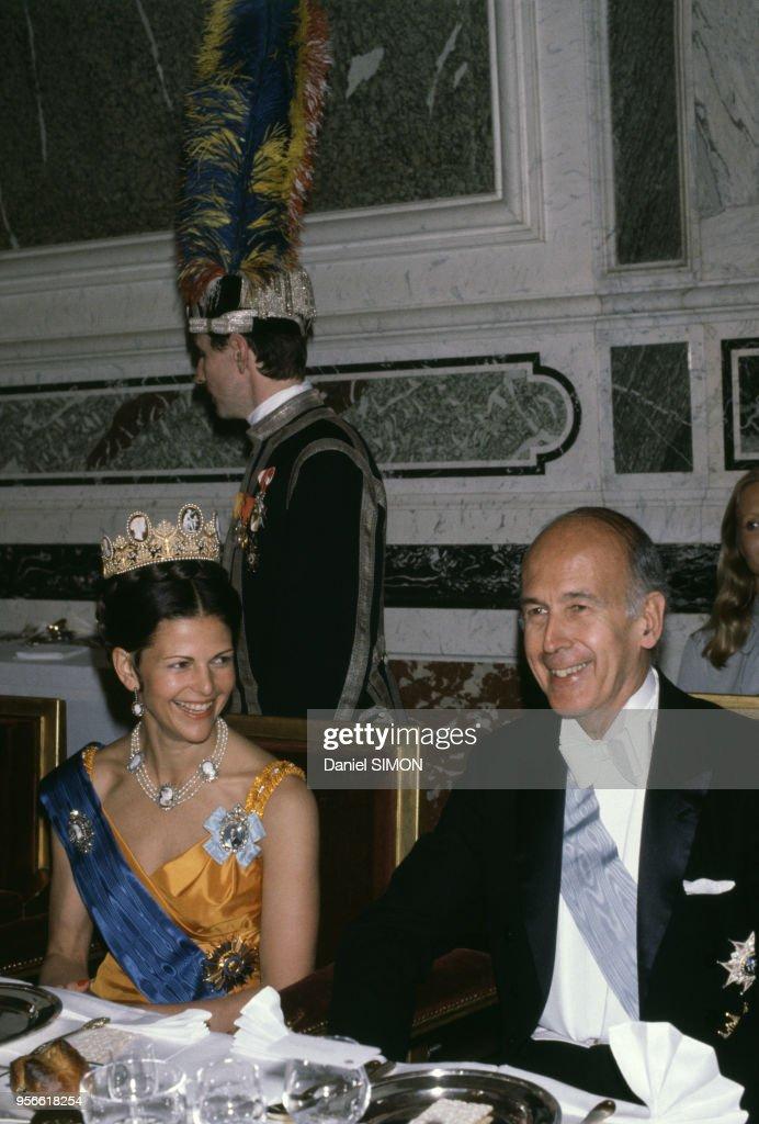 La reine Silvia de Suède et Valéry Giscard d'Estaing dans les années 1980 : News Photo