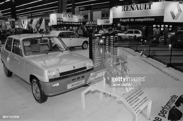 La Renault 5 sur le stand de la marque lors du Salon de l'Automobile à Paris le 1er octobre 1982, France.