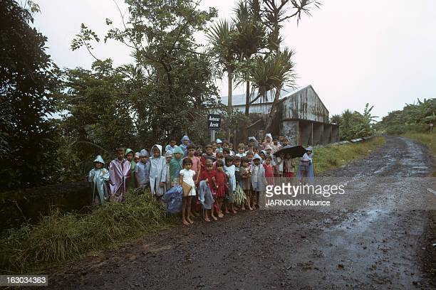 La Reunion Island En 1963 l'île française de la Réunion au sudouest de l'océan Indien bénéficiant d'un climat tropical et située sur la route des...