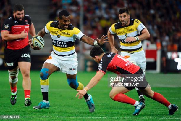 La Rochelle's Fijian fullback Kini Murimurivalu vies with RC Toulon's French flyhalf Anthony Belleau during the French Top 14 rugby union match...