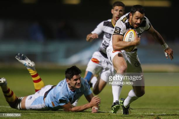 La Rochelle's French center Geoffrey Doumayrou runs with the ball during the French Top 14 Rugby Union match between Perpignan and La Rochelle at the...