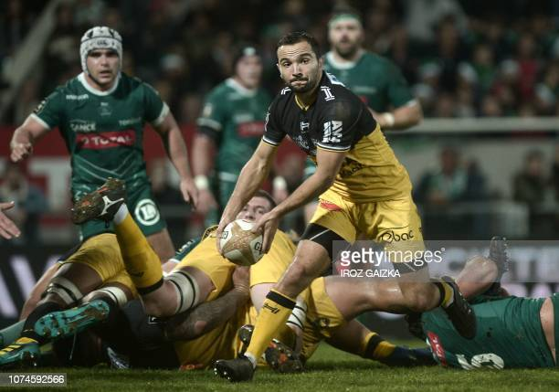 La Rochelle's French scrumhalf Alexi Bales passes the ball during the French Top 14 rugby union match between Section Paloise and Stade Rochelais at...