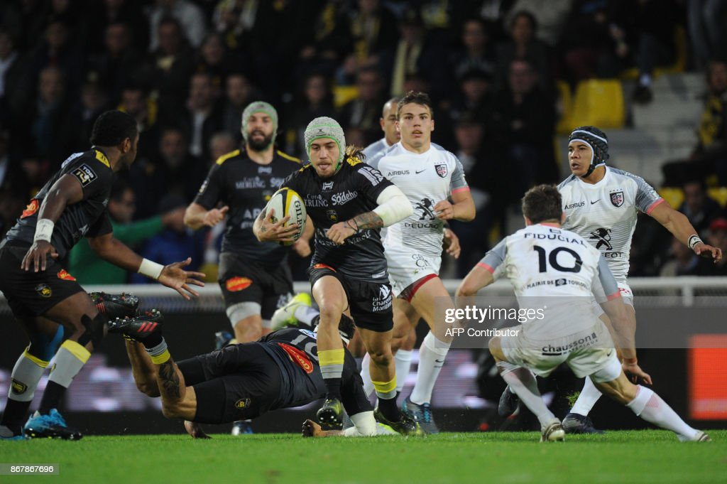 La Roce S French Wing Gabriel Lacroix Runs With The Ball During Top 14 Rugby Union Match Between And Toulouse On October 29