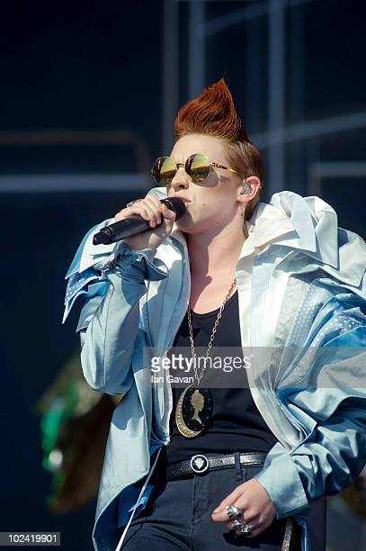 La Roux performs live on the Other Stage during Day 2 of the Glastonbury Festival on June 25 2010 in Glastonbury England This year sees the 40th...
