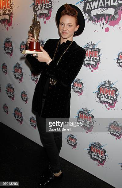La Roux Poses With Her Award For Best Dancefloor Filler In The Room At