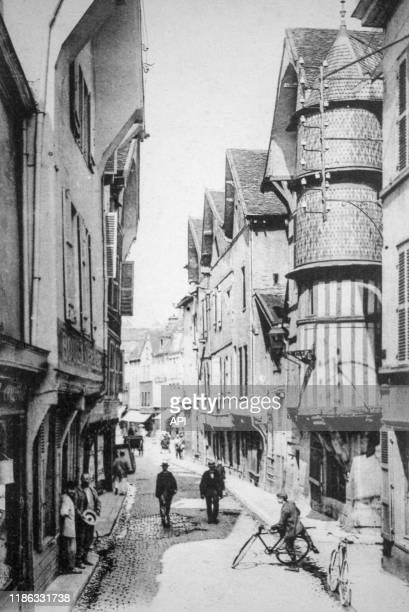 La rue Champeaux à Troyes, vers 1900, dans l'Aube, France.