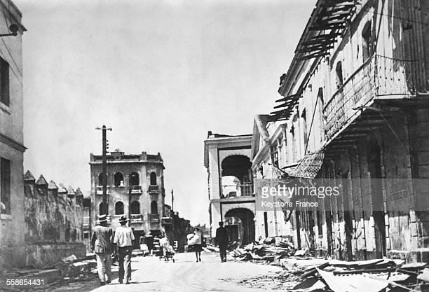 La rue principale de la ville totalement détruite après le passage du typhon à SaintDomingue République dominicaine circa 1930
