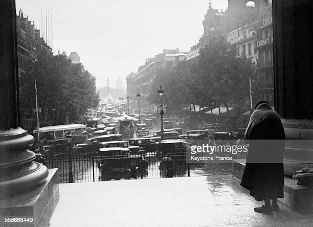 La Rue Royale sous la pluie vue depuis l'Eglise de la Madeleine circa 1930 à Paris France