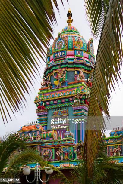 la réunion, saint_pierre, tamil temple - isla reunion fotografías e imágenes de stock