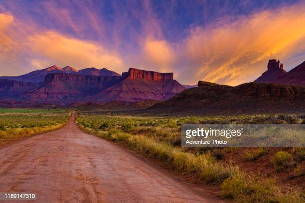 la sal mountains and red rock canyons sunset - moab utah stock pictures, royalty-free photos & images