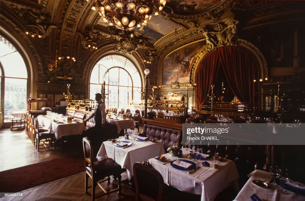 Restaurant ?Le train bleu? à Paris : News Photo