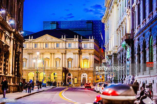 la scala theatre at night, milan, italy - la scala theatre stock pictures, royalty-free photos & images