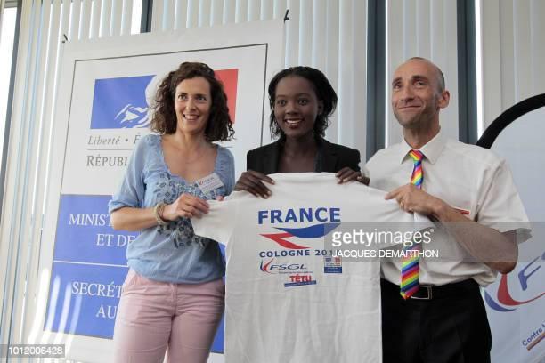La secrétaire d'Etat aux Sports Rama Yade la première viceprésidente de la Fédération sportive gay et lesbienne Christelle Foucault et le président...