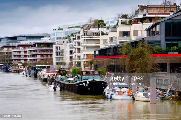 La Seine en crue en 2018, quartier résidentiel, promenade des Chartreux le long du bras de Seine à Issy-les-Moulineaux, 28 janvier 2018, France.