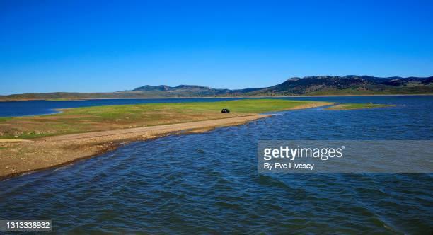la serena reservoir - extremadura fotografías e imágenes de stock