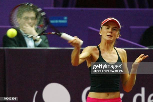 la Slovaque Daniela Hantuchova tête de série numéro 2 renvoie en coup droit une balle de son adversaire la Slovène Maja Matevzic le 05 février 2003...