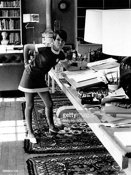 La styliste britannique Mary Quant créatrice de la minijupe en 1966 à Londres RoyaumeUni