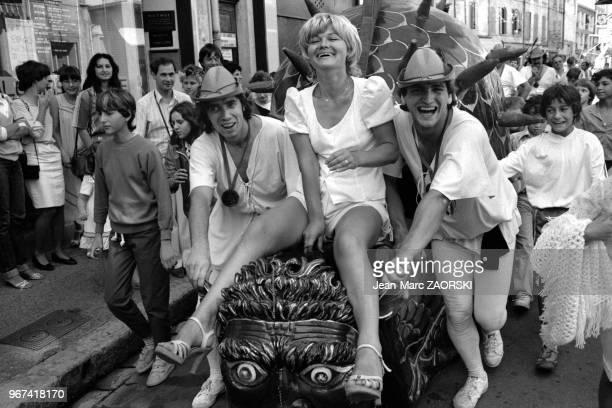 La Tarasque monstre légendaire local promenée dans les rues de la ville pendant les fêtes de la Tarasque fêtes traditionnelles le dernier week end de...