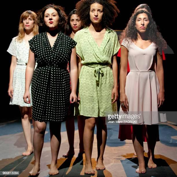 Léa Tissier Salomé Dienis Meulien Maroussia Pourpoint et Kenza Lagnaoui dans « Claire Anton et eux » une pièce de théâtre écrite et interprétée par...