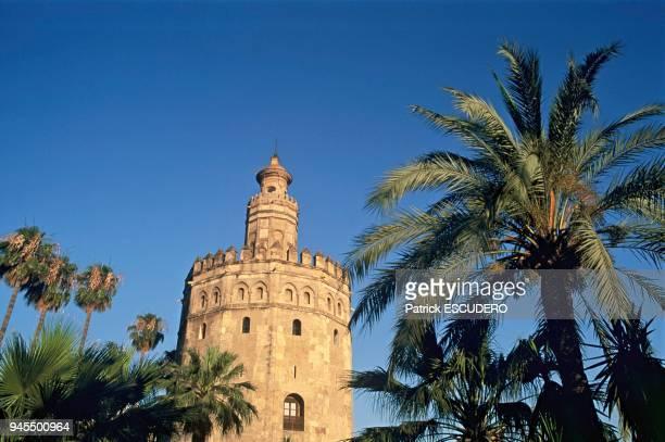 La Tour d'Or est une tour octogonale construite le long du fleuve Guadalquivir par les Almohades