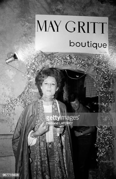 La vicomtesse Jacqueline de Ribes lors d'une fête le 25 mai 1970 à SaintTropez France