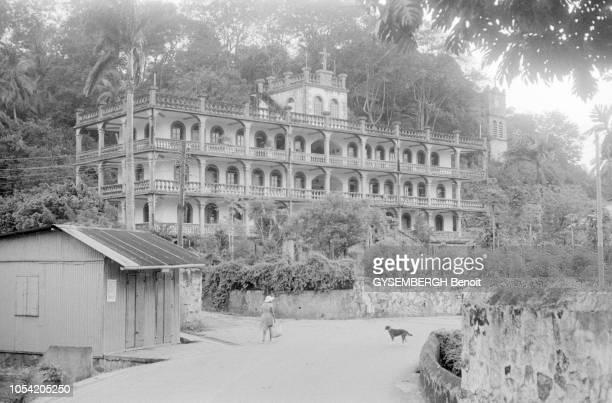 La vie dans l'archipel des Seychelles dans l'océan Indien 1988 Bâtiment d'architecture coloniale à Victoria