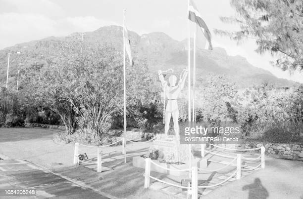 La vie dans l'archipel des Seychelles dans l'océan Indien 1988 Le monument de l'indépendance à Victoria
