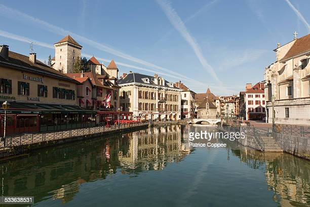 la vieille ville d'annecy - lake annecy stock photos and pictures