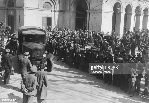 La voiture cellulaire emmène Spada à la prison où il devra attendre son exécution à Bastia Corse France le 8 mars 1935