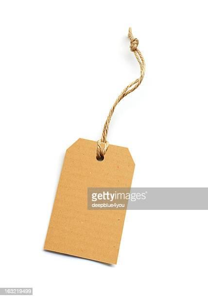 karton etiqueta de preço no fundo branco - labeling - fotografias e filmes do acervo