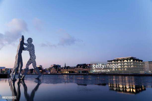Labels Berlin 2 and Molecule Man on icy Spree river in Berlin Treptow