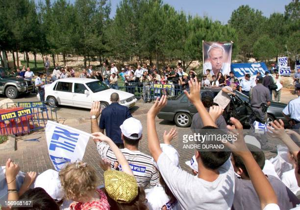 Labor party supporters cheer their leader Ehud Barak as he arrives to vote at a polling station in Kokhav Yair 17 May 1999 Israelis are voting for...