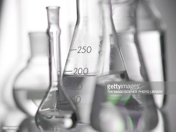 laboratory glassware - frasco cónico fotografías e imágenes de stock