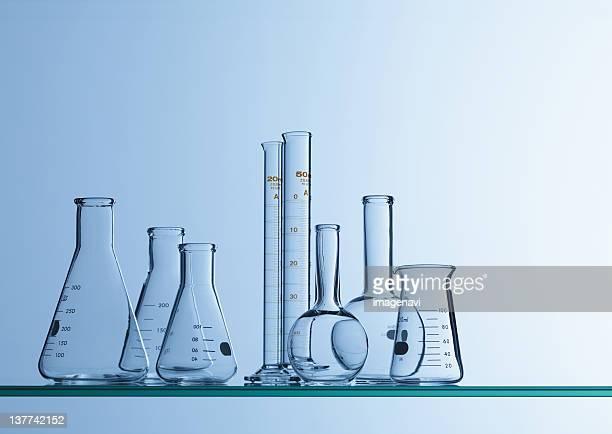 laboratory instruments - groupe moyen d'objets photos et images de collection