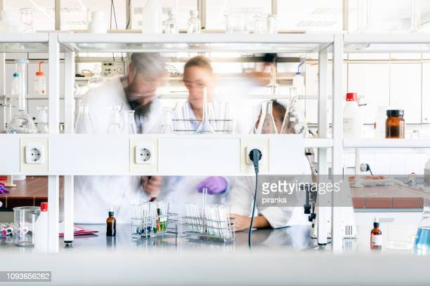 laboratory - medical research stock pictures, royalty-free photos & images