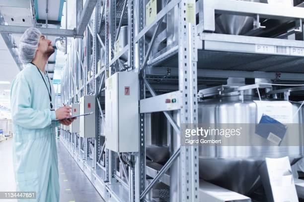 laboratory technician writing notes - sigrid gombert stock-fotos und bilder