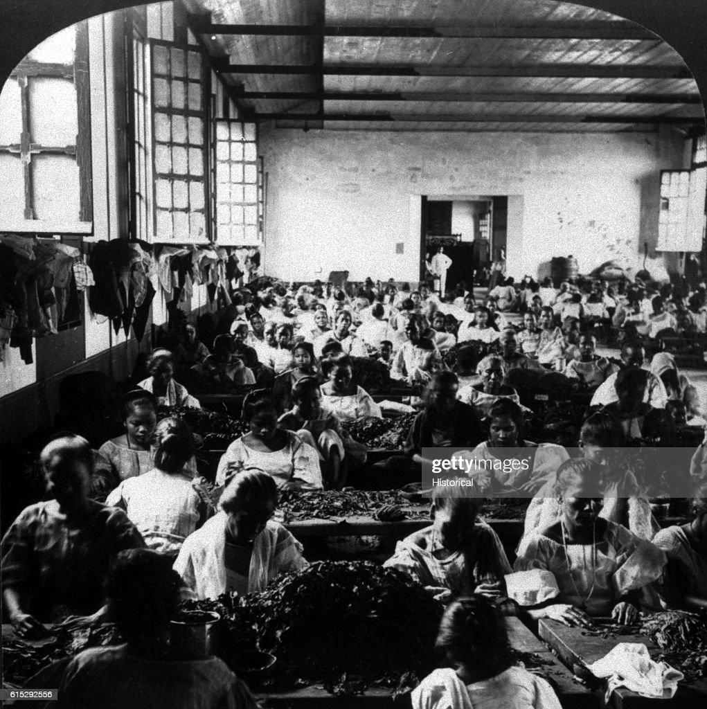 Cigar Factory in Manilla : News Photo