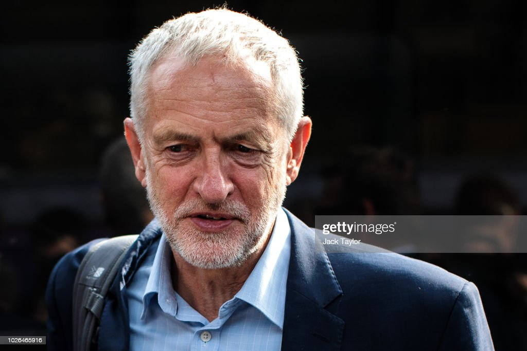 Jeremy Corbyn Travels Crossrail For The North Route : Foto jornalística