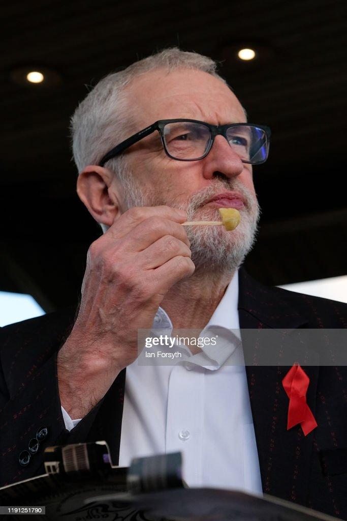 Corbyn Campaigns In Whitby : Nachrichtenfoto