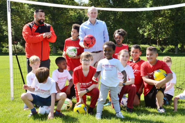 labour party leader jeremy corbyn with children during a visit to picture id688919050?b=1&k=6&m=688919050&s=612x612&w=0&h=ykeCMkuXWNyhY82xm iJnmUW8xt XPbTTttRoD9JL o=