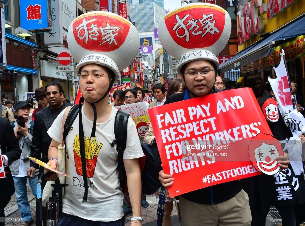 JAPAN-LABOUR-FASTFOOD : News Photo