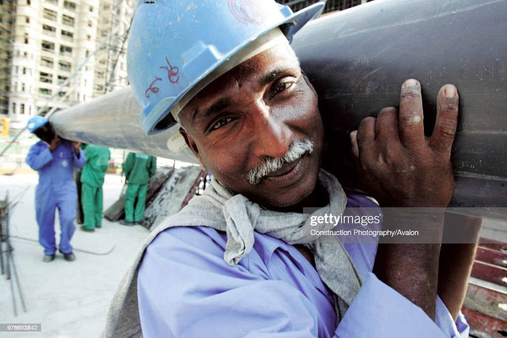 Labourer at The Golden Mile, Palm Jumeirah, Dubai, United Arab Emirates, November 29, 2006. : News Photo