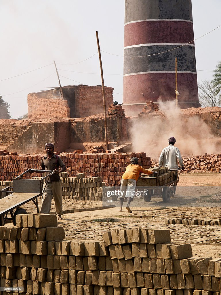 Labourers in poor working conditions at a Bangladesh Brick factory : Stock Photo