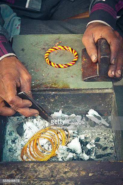 lac bangle maker - bangle stock pictures, royalty-free photos & images