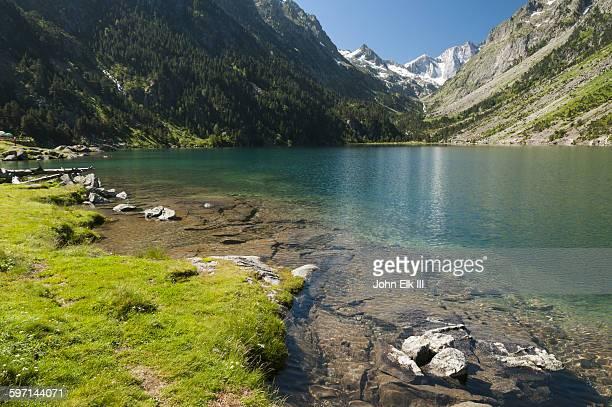 Lac de Gaube lake landscape